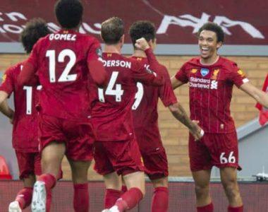 Futbol: Liverpool ya presume en sus pasillos su trofeo de la Premier League