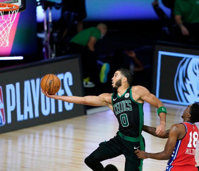 Quemaron la duela… Boston vence a los 76ers con lo justo