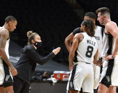 Becky Hammon se convierte en la primera mujer en dirigir un partido de la NBA