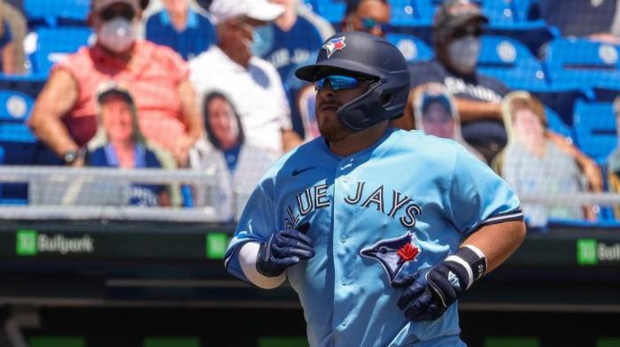 Alejandro Kirk conecta HR en triunfo de Blue Jays sobre Yankees