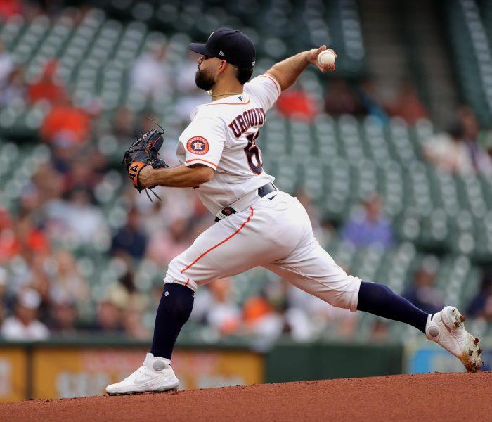 José Urquidy gana su primer juego de la temporada con los Astros