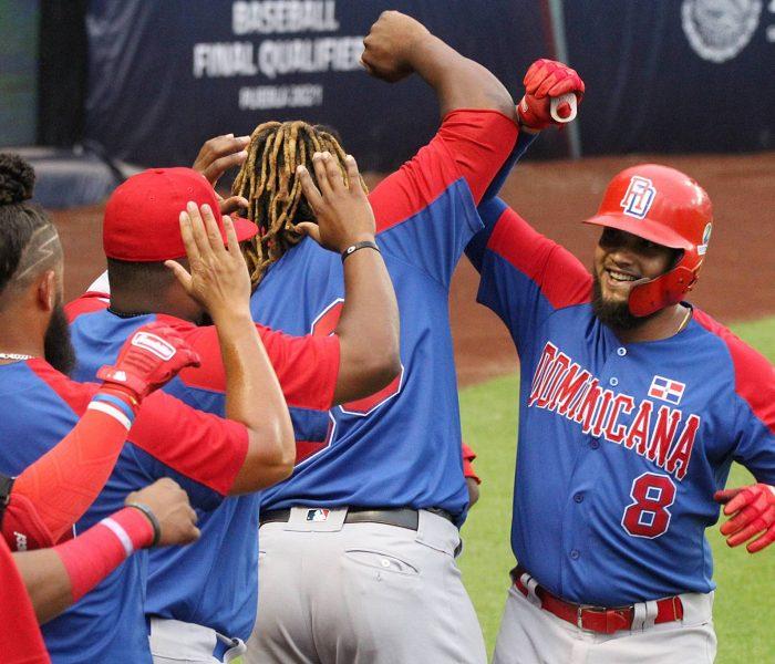 Dominicana se impone a Venezuela en duelo de cuadrangulares